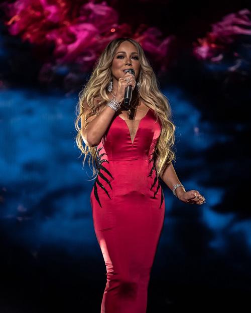 Mariah Carey 1 Mariah Carey, una venere sexy sul palco degli AMAs 2018