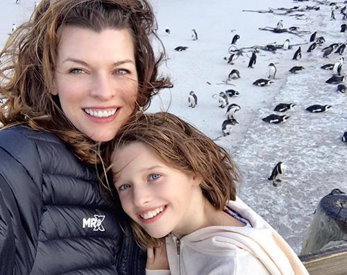 Milla Jovovich 2 Milla Jovovich in Sudafrica con la sua famiglia