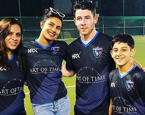 Nick Pri Cover Nick Jonas, partita di calcetto con gli amici di Priyanka