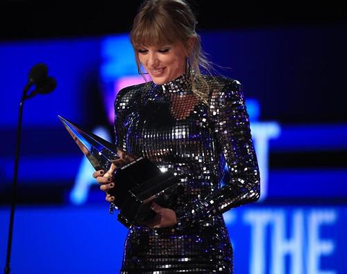 Taylor Swift 1 AMA 2018: Taylor Swift è la donna più premiata della storia