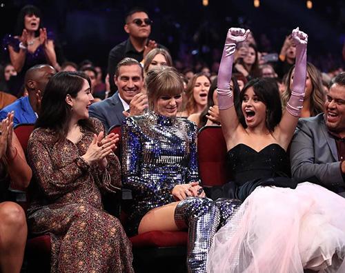 Taylor Swift 2 AMA 2018: Taylor Swift è la donna più premiata della storia