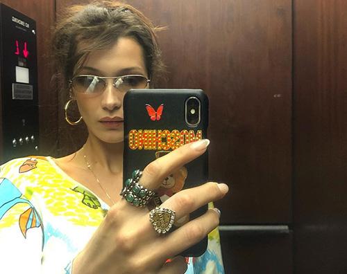Bella Hadid Selfie in ascensore per Bella Hadid