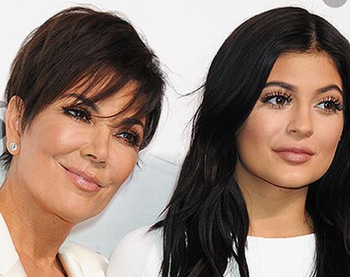 Kylie Kris Jenner Kylie Jenner ha regalato una Ferrari a mamma Kris