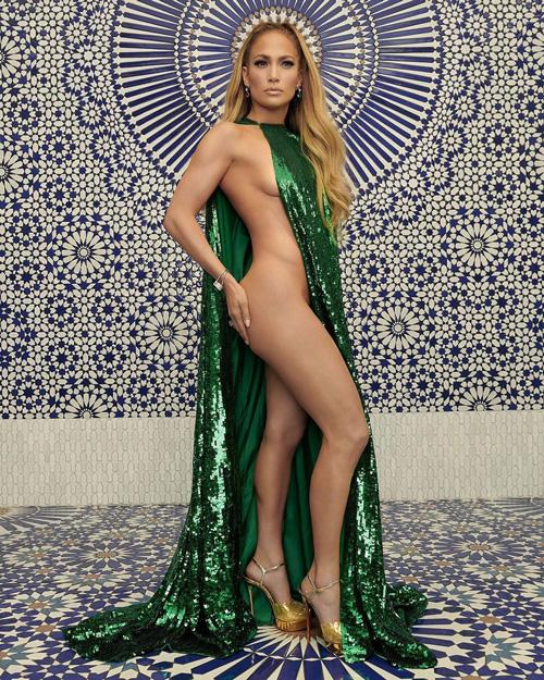 JLo Jennifer Lopez posa senza veli per InStyle Magazine