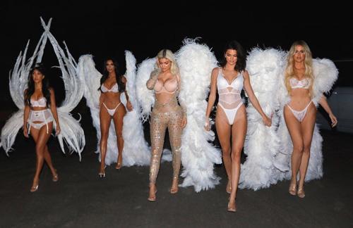 Kardashian Jenner Le sorelle Kardashian e Jenner sono angeli di Victorias Secret per Halloween