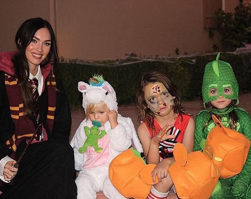 Meghan Fox 2 Megan Fox mostra i suoi figli su Instagram per Halloween
