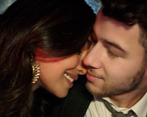 Nick Jonas e Priyanka Chopra Nick Jonas e Priyanka Chopra si riabbracciano a Delhi