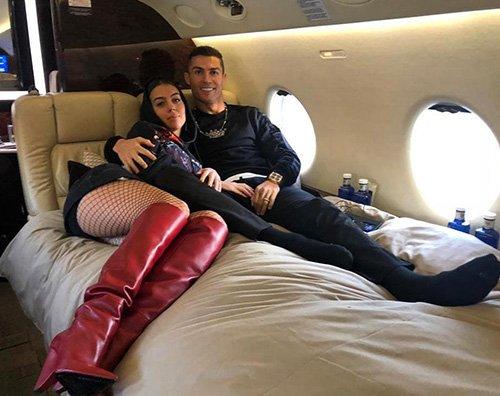 Cr7 Cristiano Ronaldo e Georgina Rodriguez, coccole ad alta quota