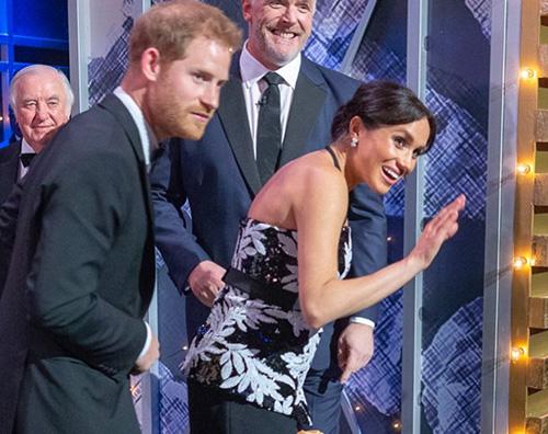 Meghan Harry 5 Meghan Markle sfoggia il pancino al Royal Variety Performance