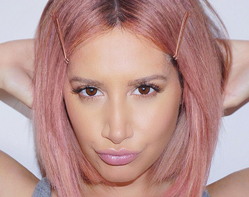 Ashley Tisdale Ashley Tisdale, capelli rosa per Natale