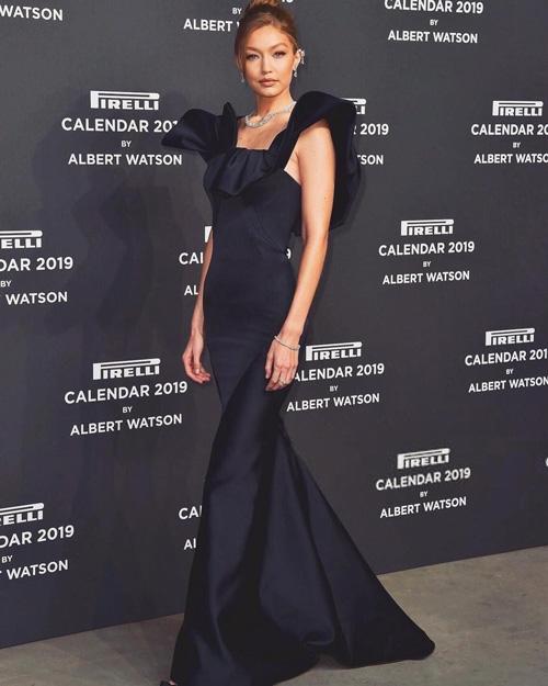 Gigi Hadid Gigi Hadid elegantissima alla presentazione del calendario Pirelli