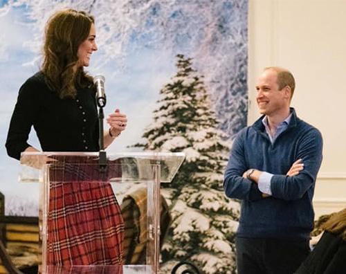 Kate mIDDLETON 2 Kate Middleton sceglie il tartan a Kensington Palace