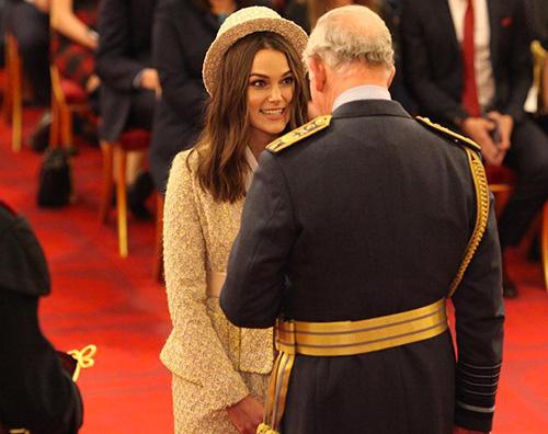 Keira Knightely Keira Knightley riceve lOBE dal principe Carlo