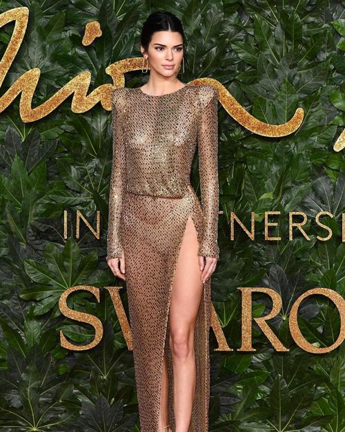 Kendall Kendall Jenner tutta trasparenze ai British Fashion Awards
