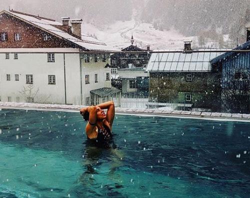 Melanie C Melanie C nuota sotto la neve di Sankt Anton