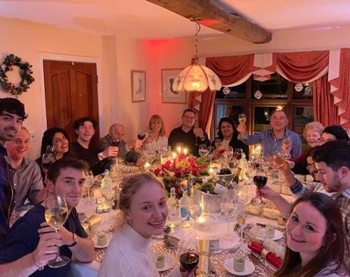 jonas Nick e Priyanka, Natale in famiglia in Inghilterra
