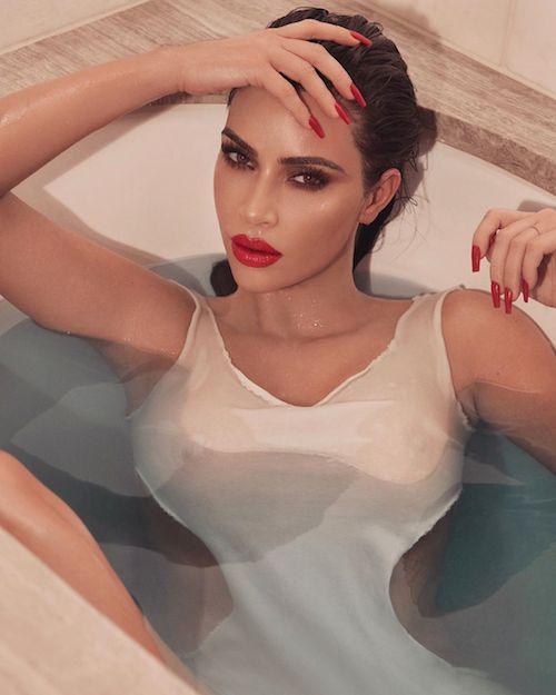 49985306 333153167293989 2888843750810431470 n Kim Kardashian è miss maglietta bagnata sui social
