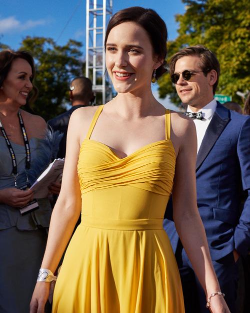 Rachel Brosnahan Rachel Brosnahan in giallo incanta ai Golden Globes 2019