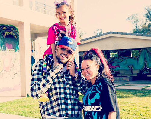 Chris Brown Chris Brown posa con le donne della sua vita