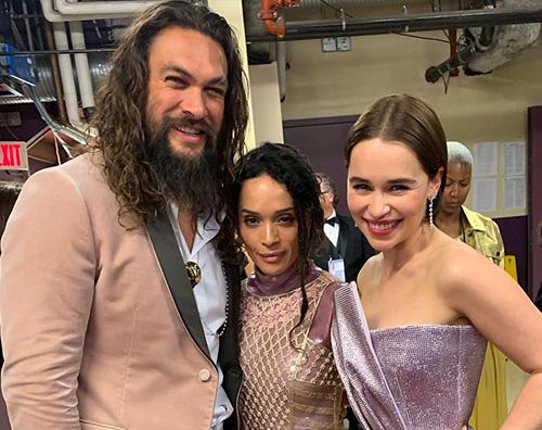 Jason Momoa emilia clarke Jason Momoa ed Emilia Clarke, reunion sul red carpet degli Oscar