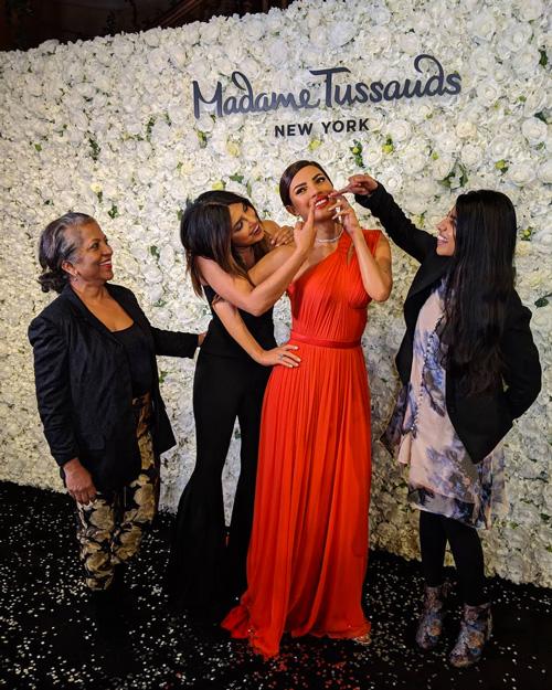 Priyanka chopra 3 Priyanka Chopra è una statua di cera al Madame Tussauds di NY