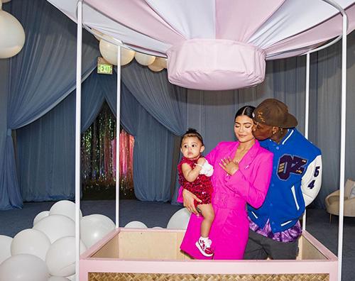 Stormi 10 Kylie Jenner mostra le foto del party di compleanno di Stormi