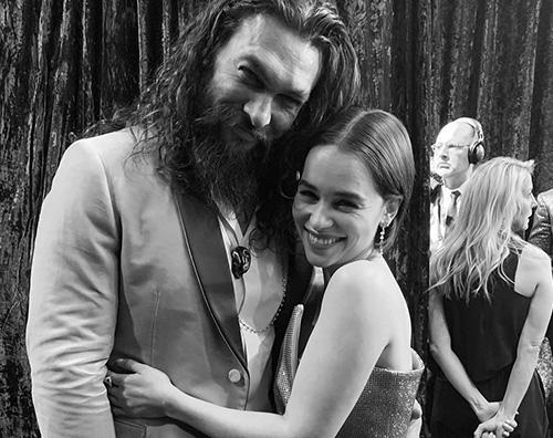 jason emilia Jason Momoa ed Emilia Clarke, reunion sul red carpet degli Oscar