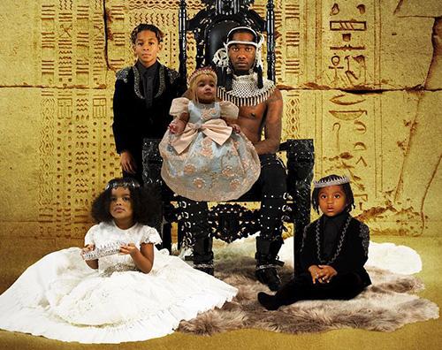 offset Offset posa con i suoi figli sulla cover del nuovo album