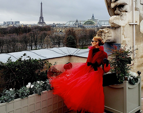 Celine Dion Celine Dion, dama in rosso a Parigi