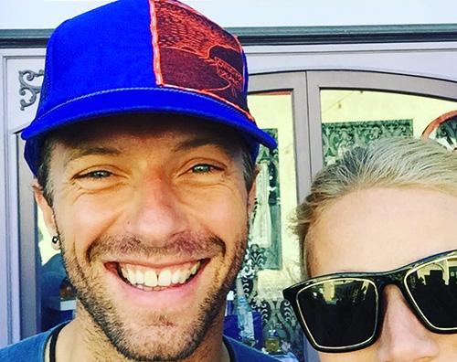 Gwyneth Chris Gwynet Paltrow, auguri social per Brad e Chris
