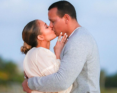 JLo 4 JLo condivide le foto della proposta di matrimonio su Instagram