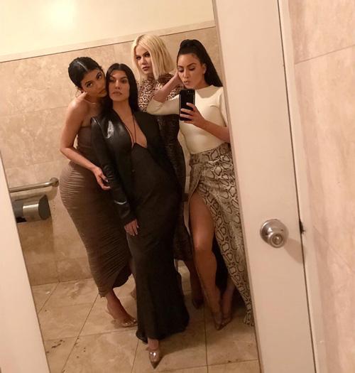 Sorelle Kardashian Jenner 2 Serata mondana per le sorelle Kardashian/ Jenner