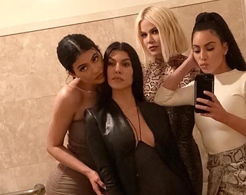 Sorelle Kardashian Jenner Serata mondana per le sorelle Kardashian/ Jenner