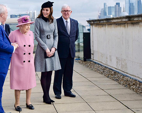 Kate 3 Kate Middleton fa visita al Kings College insieme alla regina