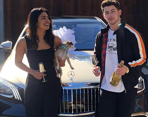 Nick Jonas 2 Nick Jonas regala una Mercedes a Priyanka Chopra
