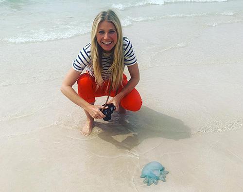 Gwyneth Paltrow Gwyneth Paltrow, relax sulla spiaggia di Dubai