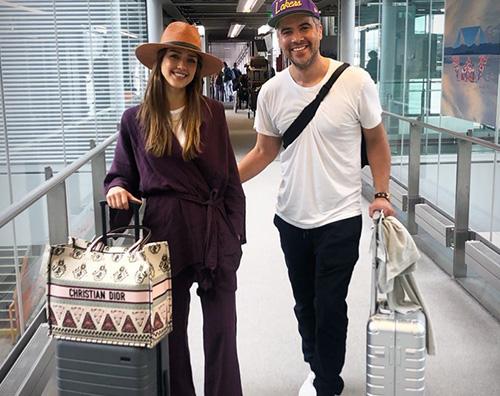 Jessica Alba Jessica Alba stilosa in aeroporto