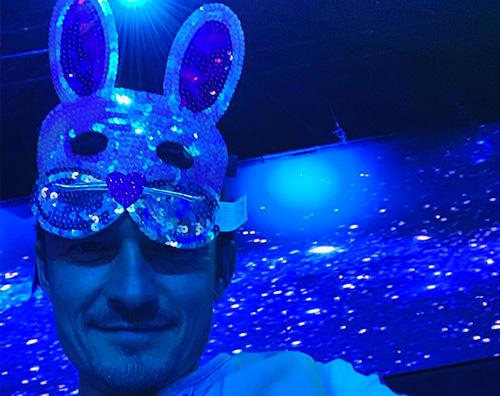 Orlando Bloom Anche Orlando Bloom è un coniglietto per Pasqua