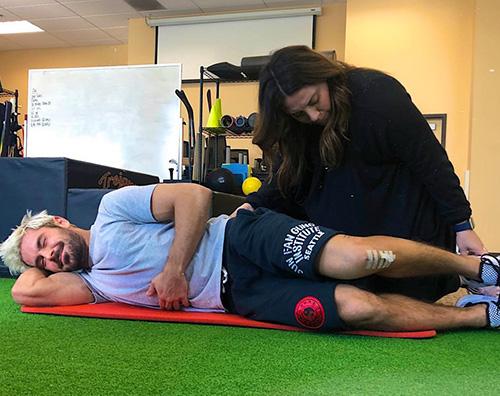 ac efron Zac Efron continua a fare fisioterapia