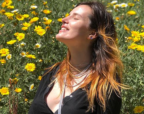 bella thorne Bella Thorne, dopo la rottura col fidanzato ritorna a sorridere
