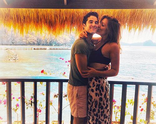 darren criss Darren Criss romantico con Mia nelle Filippine
