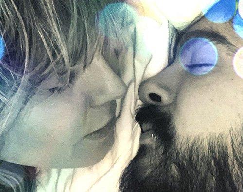 heidi klum Heidi Klum, selfie a letto con Tom