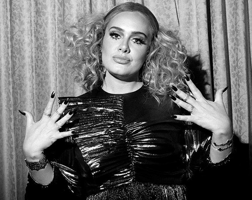 Adele Adele festeggia i suoi 31 anni su Instagram