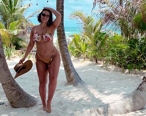 Ashley Graham Ashley Graham in bikini sulle spiagge del Messico