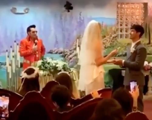 Sophie Turner e Joe Jonas si sono sposati stanotte a Las Vegas