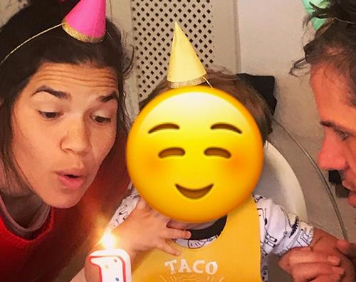 america ferrera America Ferrera festeggia il compleanno di Sebastian