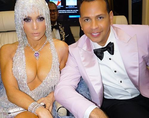 jennifer lopez Jennifer Lopez, esplosiva al Met Gala 2019