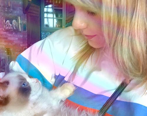 taylor swift Taylor Swift su Instagram con la sua gatta
