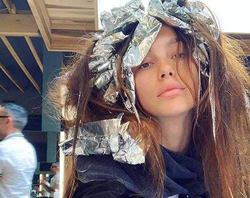 Camila morrone Camila Morrone si rifà il look