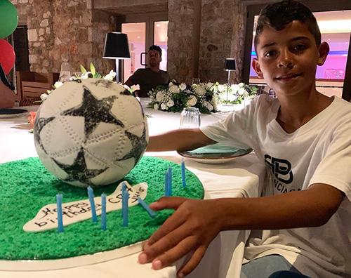 Cristiano Ronaldo 1 Cristiano Ronaldo festeggia il compleanno di Cristiano Jr.